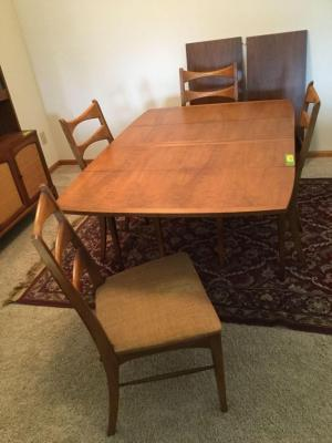 Dining room table 61 x 42 with 4 chairs and two 18 inch leaves