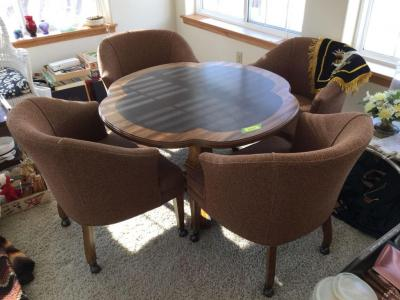 Gaming table with 4 chairs Table does raise and lower 41 1/2 inches