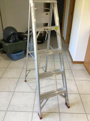 5 foot aluminum step ladder