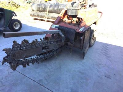 Ditch Witch 1420 trencher, hours 1091, gas, walk behind