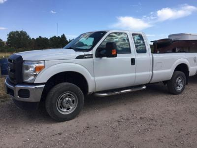 2015 Ford F-350, extended cab, gas, bed Liner, Gooseneck hitch, receiver hitch, loaded, 4x4, 6.2V8, XL super duty
