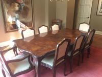 Oak Henredon dining set with Queen Anne legs and parquet top. LOCATION:DINING ROOM