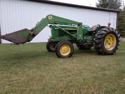1970 JD 2020 Gas Loader Tractor