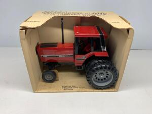 Ertl International 5288 tractor with cab 1/16 scale