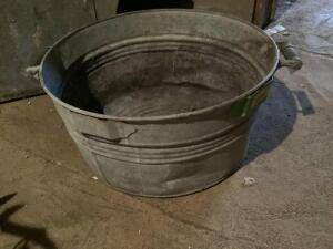 Galvanized washtub #2 with wooden handles