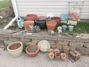 Flower pots and outdoor decor