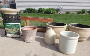 Potting paraphernalia and yard decor