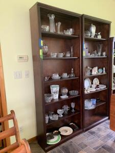 Six shelf bookshelf w adjustable shelves Measures 32 x 10 x 82  **No contents** Matches shelf in Lot 4358