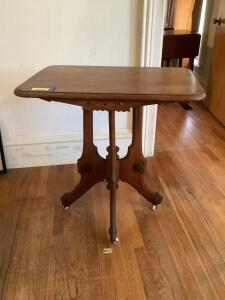 Parlor table on casters measures 30 x 20 x 30