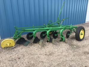 John Deere 568 4 bottom plow