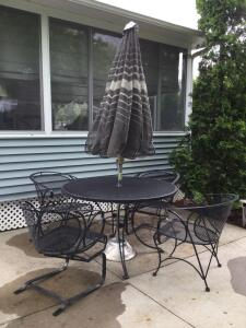 Iron patio set w umbrella