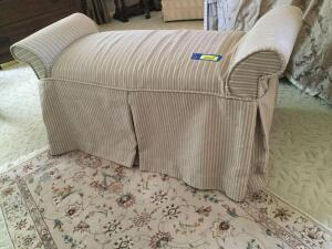 Armed bed seat Measures 4'