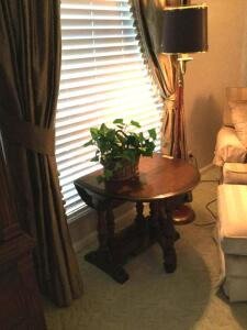 Gateleg table measures 24 x 30 x 21 and 5' floor lamp