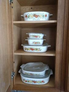 6 pieces of square CorningWare casserole dishes with lids
