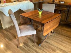 Duncan Phyfe walnut three leaf dining table and 4 matching chairs Has two drop down 15? leaves and one 10? insert leaf.я Measures 36 x 36 x 30я