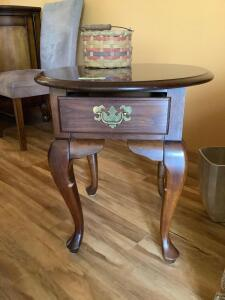 Three matching side tables Round top measures 21 x 24 x 22 and the other two measure 22 x 28 x 23я
