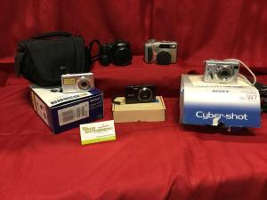 Fujifilm FinePix S2000, variety of Sony CyberShots and accessories. See photos.