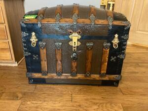 This is the nicest steamer trunk I have seen!!!! Measures 34 x 21 x 26 Don't let this one get by you!