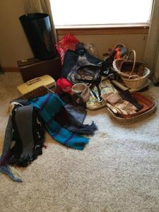 Bags, baskets, scarves and gloves including a pair of Carhartt thinsulates