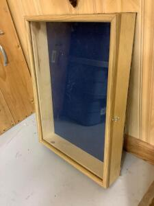 Small table top display case 15 x 21