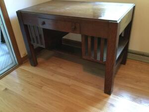 Sturdy one drawer desk measures 44 x 25 x 30