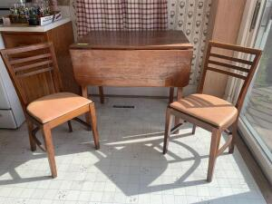 Drop leaf kitchen table w four matching ladder back chairs Table measures 24 x 36 x 32 Each leaf measures 12""