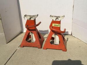 Two 3 ton jack stands