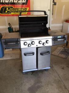 Broil King Regal propane grill w side burner