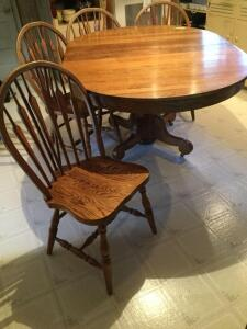 "Oak dining room table w two leaves and 4 chairs Measures 63"" L x 45"" W x 31"" H (measurements include extra two leaves). Each leaf measures 9"""