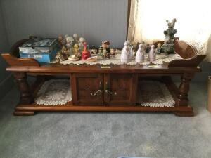 Modern pine coffee table measures 23 x 57 x 16 tall with double door center storage and doilies