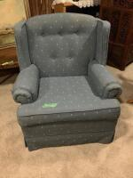 Pair of matching Broyhill armchairs - 4