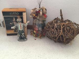 Emmett Kelly Jr. Signature Collection figurine 7936/10000, fall vase centerpiece and wicker pumpkin