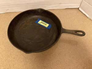 Cast iron pan #8. Made in USA.