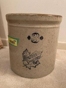 #3 Western Stoneware crock Large chip on bottom, no ring