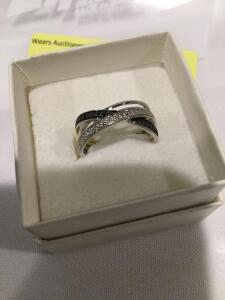 Women's sterling silver band with diamond and black diamond chips, size 6.5