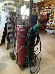 Oxyacetylene cutting torch unit with cart and hose