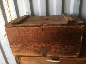 Wood box with lid & rope handles 28 x 15 x 16