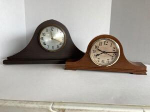 2 mantle clocks. Lrg clock made in USA, Gilbert, wood, has pendulum, but no key. Sm Spartacus clock, quartz 3, plastic case.