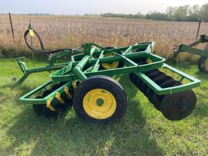 John Deere RW 8-ft disc with cylinder all restored excellent condition
