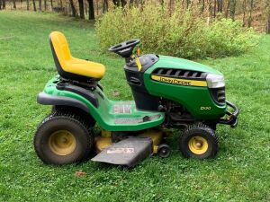 "John Deere D130 lawn tractor w/ 225hrs and 42"" deck"
