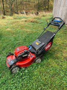 Toro recycler 22 all-wheel drive self-propelled push mower with rear bagger Used very little