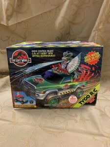 The Lost World Jurassic Park RC truck w/ Spitting Dilophosaurus