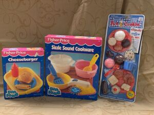 Fisher Price Fun with Food Sizzle Sound Cookware and Fisher Price Cheeseburger,  Fun Cookin? Cookie Shop set