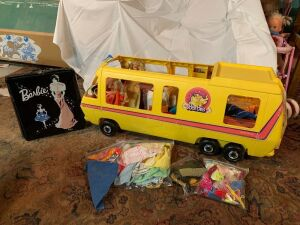 Barbie Star Traveler, clothing, dolls and 1962 Barbie Ponytail carry case