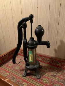 Cast iron barrel pitcher pump