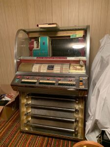 Seeburg Select O Matic Model 200 jukebox with records in working condition (see video on You Tube channel by clicking link in description) Add'l records in Lot 13313 available for bidding!! LOCATED IN BASEMENT-BRING HELP