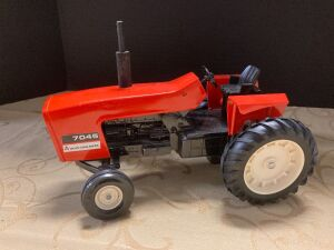 Ertle 1/16 scale Allis Chalmers 7045 tractor
