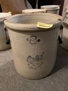 8 gallon Western Stoneware crock w wood/wire bale handles **Not original handles**