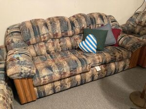 United Furniture Industries 80 in. sofa Matches the set in Lot 4763  **Pick up for this item will be at 5:30pm**