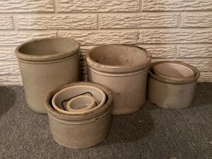 Seven stoneware crocks of various sizes
